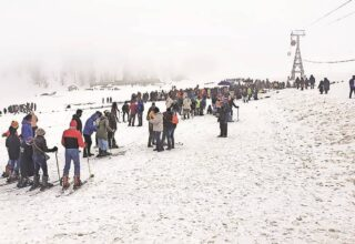 Busy tourist season in Kashmir Valley, 'good bookings after many years'